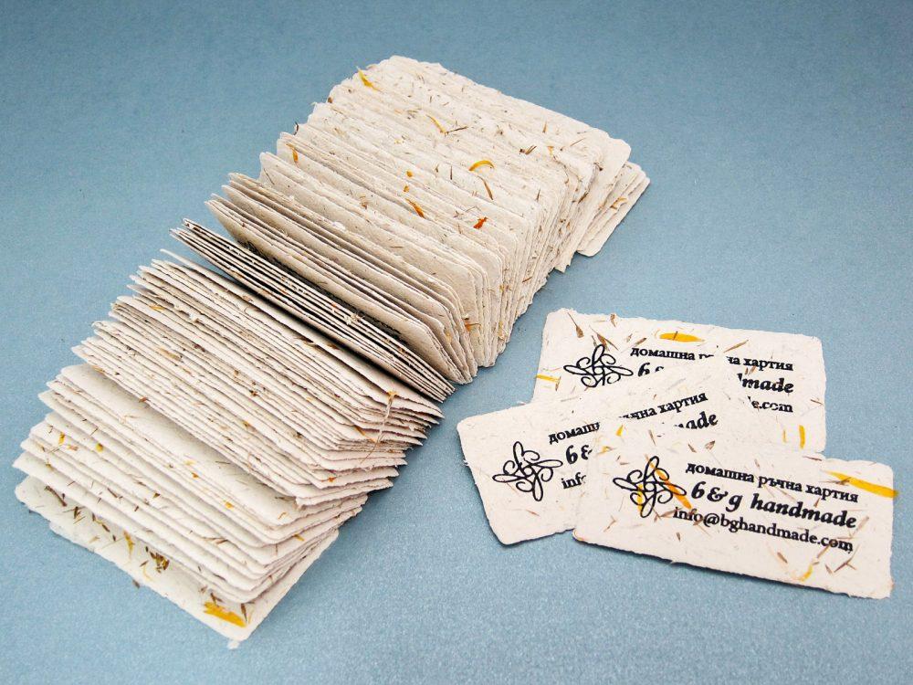 Визитки и етикети от ръчна хартия.